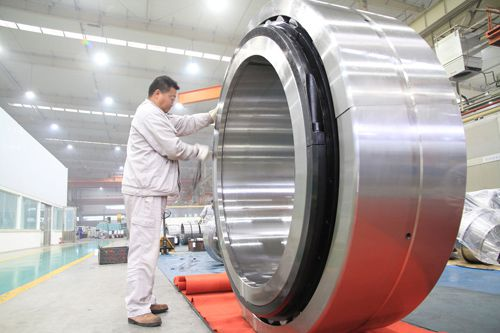 ?The largest diameter split spherical roller bearings successfully came off the production line in LYC
