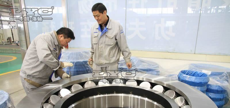 The largest,the heaviest thrust spherical roller bearing on line in domestic
