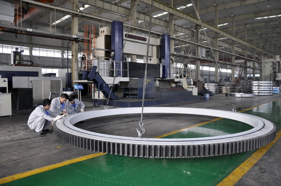 LYC completed the yaw bearing with the outer diameter of 5.1m and  carry load  260 tons