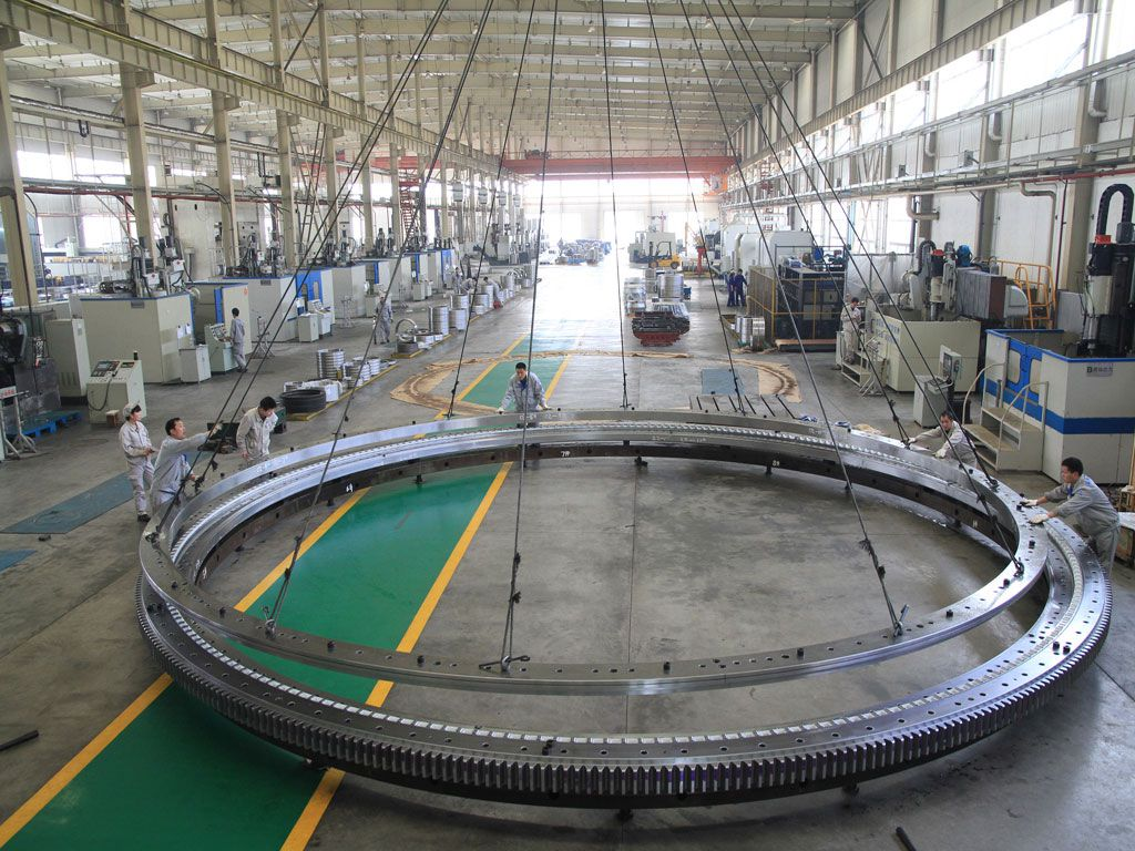 Chinas largest slewing bearing was successfully manufacturered by LYC