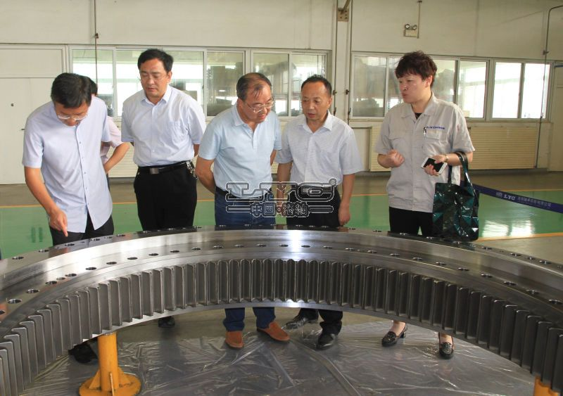 The domestic first sets Φ level 6 to 7 m composite shield main bearing of Company research and development have  passed  the factory acceptance