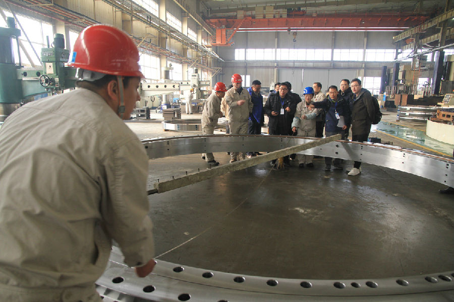 On January 3rd, 2019, theslewing bearing with diameter of 5.44 meters was completed at LYC and passed the site acceptance by the customer.